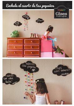 Pizarron en forma de nube con pompones de colores para decorar cualquier espacio. Enchula tu vida con GISES.