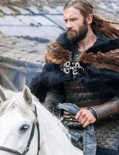 Rollo on horseback #Vikings Season 3