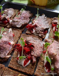 Antricot de vita la cuptor - roast beef | Savori Urbane Roast Beef, Prosciutto, Carne, Steak, Food And Drink, Appetizers, Appetizer, Steaks, Entrees