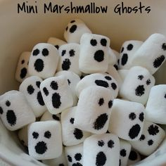 The Fresh Plate: Mini Marshmallow Ghosts Halloween 2013, Happy Halloween, Halloween Party, Halloween Ideas, Monday Funday, Mini Marshmallows, Cookie Desserts, Creative Food, The Fresh