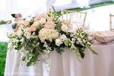 Beautiful floral centerpiece http://www.maharaniweddings.com/gallery/photo/109668 @pinnacletoledo