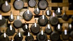 How Cast-Iron Skillets Used To Be Made + Why That Makes Vintage Pans The BestIf you're looking for high-quality cookware, old cast iron is worth the hunt. Cast Iron Care, Cast Iron Pot, Cast Iron Dutch Oven, Cast Iron Skillet, Cast Iron Cooking, It Cast, Skillet Cooking, Skillet Meals, Iron Skillet Recipes