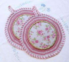Topflappen rund gehäkelt mit Rosen in rosa-weiß von Barosa auf DaWanda.com