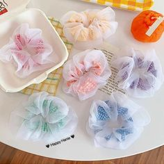 Diy Hair Scrunchies, Hair Bows, Sewing Crafts, Sewing Projects, Diy Crafts, Christmas Gifts For Teen Girls, Hand Embroidery Flowers, Diy Hair Accessories, Free Sewing