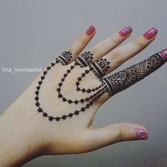 This Beautiful Henna Design is awesome.For perfect look everything should be perfect and Mehndi is one of those things. Apply this mehndi design to look gorgeous! Henna Hand Designs, New Bridal Mehndi Designs, Mehndi Designs Finger, Mehndi Designs For Girls, Mehndi Designs For Beginners, Mehndi Designs For Fingers, Mehndi Art Designs, Mehndi Patterns, Beautiful Henna Designs