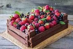 Risultati immagini per torta a forma di cassetta di frutta