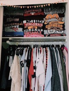 Closet Organization Doesn't folded clothes give you so much satisfaction? Mode Outfits, Trendy Outfits, Fashion Outfits, Fashion Flats, Fashion Wear, Fashion Rings, Trendy Fashion, Fall Fashion, Kids Fashion