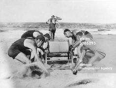 News Photo: Australian lifeguard drill using a safety line Vintage Beach Photos, Lifeguard, Bathing Beauties, The Bikini, Man Photo, Vintage Photography, Vintage Men, Drill, Surfing