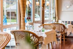 Sommer 2020: Vorfreude im Romantik SPA Hotel Seefischer - The Chill Report Spa Hotel, Wellness, Top, Furniture, Home Decor, Romantic Vacations, Relaxing Room, Summer, Decoration Home