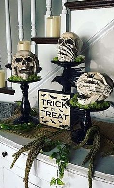 If you enjoy Halloween, you must be very excited about decorating your home for it. But aren't you tired of the same old paper pumpkins in your window every year? Get more Halloween home decor ideas – luckily, there are… Continue Reading → Casa Halloween, Looks Halloween, Halloween Home Decor, Halloween 2019, Holidays Halloween, Halloween Crafts, Happy Halloween, Indoor Halloween Decorations, Outdoor Halloween