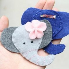 In just minutes you can easily create your own adorable elephant brooch with some felt and this tutorial.