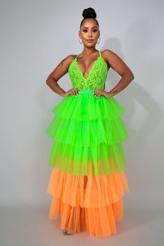 This neon tulle maxi skirt features, a stretch fabric, high waist, underlined, no closure. Maxi Skirt Style, Pleated Midi Skirt, Flare Skirt, Skirt Pants, Skirt Fashion, Fashion Dresses, Maxi Dresses, Resort Casual Wear, Overall Skirt
