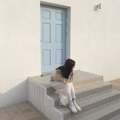 lifestyle chill lifestyle aesthetic aesthetics korean japanese aesthetic beige streets clothes korean style beige aesthetic ethereal minimalistic café coffee tiramisu walking grunge gardens street sings light soft pastel r o s i e Night Aesthetic, Korean Aesthetic, Japanese Aesthetic, White Aesthetic, Aesthetic Girl, Korean Photo, Ulzzang Korean Girl, Foto Instagram, Foto Pose