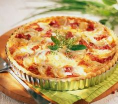 A simple Goat's cheese and smoked ham savoury tart recipe for you to cook a great meal for family or friends. Buy the ingredients for our Goat's cheese and smoked ham savoury tart recipe from Tesco today. Quiches, Omelettes, Light Recipes, My Recipes, Cooking Recipes, Quiche Napolitaine, Super Dieta, Tesco Real Food, Salty Foods