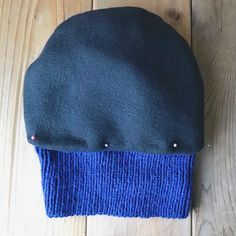 How to line a knitted hat with fleece - step 6 - josee Hebert Turgeon - Easy Knitting, Loom Knitting, Knitting Stitches, Knitting Needles, Loom Knit Hat, Crochet Gloves, Knit Or Crochet, Knitted Hats, Knitting Patterns