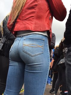 Tight Jeans Asses