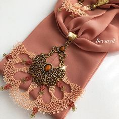 Scarf Jewelry, Diy Jewelry, Knit Shoes, Needle Lace, Crochet Squares, Knitted Poncho, All About Fashion, Knitting Socks, Clothing Patterns