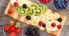 Chceš vedieť z akého ovocia sa chudne najlepšie? Pripravili sme si pre teba rebríček TOP ovocia, s ktorým schudneš rýchlejšie. Väčšina plodov, ktoré sme uviedli preukazujú väčší úbytok hmotnosti na našom tele. Prečítaj si, ktoré ovocie ti pomôže a hlavne akým spôsobom.