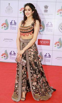 Jhanvi Kapoor At IFFI opening ceremony-04