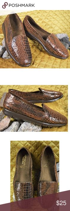 """NEW Aerosoles Crocodile Loafers Women's Size 8.5 Women's very neat brown army loafers by Aerosoles """"StitchNTurn"""". These are new without box, as they were the store sample shoes!   **If you appreciate old school quality - you're in the right place. We don't just sell products, we put time & work into them. PLUS. we ship FAST! Usually within 1 business day! Thank you for poshing in my closet!! 😘🤟🌹 AEROSOLES Shoes Flats & Loafers"""
