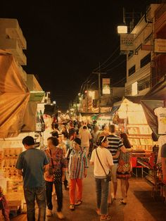 Hua Hin Night market - this is every night, Hua Hin is much larger and busier than Cha Am and many people go into Hua hin from Cha Am for shopping, the markets, restaurants