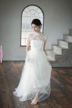 3ad1bf478e62d Choole Nuance レースハイネックドレス ハイネックのレースが上品でクラシカルなドレス。柔らかなチュールが軽やかな雰囲気を演出してくれます。