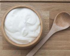 Masque au yaourt et à l'amande douce spécial coup de froid : http://www.fourchette-et-bikini.fr/recettes/recettes-minceur/masque-au-yaourt-et-lamande-douce-special-coup-de-froid.html