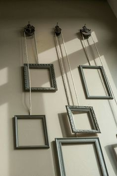 Pullie picture wall setting