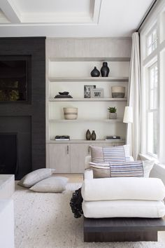 You don't have to completely stuff your shelving! We love how this styling has beautiful groupings, dimension, and visual interest, but it isn't overflowing with product Living Room Designs, Living Room Decor, Home Interior Design, Interior Decorating, Interior Colors, Decorating Games, Decorating Websites, Br House, Estilo Interior