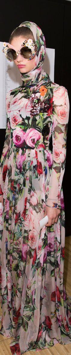 ♔ g r a n n y 's g o o d w i l l {granny inspired chic is quaint} Dolce & Gabbana Spring 2016 RTW vogue Fashion Week, Look Fashion, High Fashion, Luxury Fashion, Fashion Show, Womens Fashion, Fashion Designer, Floral Fashion, Couture Fashion