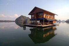 want to visit this lake in Sangkhla Buri Thailand.I want to visit this lake in Sangkhla Buri Thailand. Shanty Boat, Lakefront Property, Water House, Unusual Homes, Floating House, Tiny House, Boat House, House 2, Rustic Design
