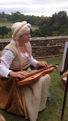 tudor musician berkeley castle Tudor Architecture, Tudor Dynasty, Family Days Out, Creative Crafts, Needlework, Castle, Fashion, Embroidery, Moda