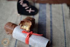 Praliné Paradicsom: Twix házilag kétszer Napkin Rings, Homemade, Candies, Chocolates, Blog, Home Made, Chocolate, Blogging, Brown