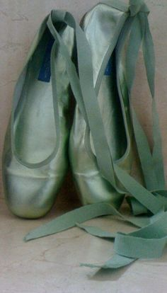 Turquoise Ballet Pointe  ♥ Wonderful! www.thewonderfulworldofdance.com #ballet #dance