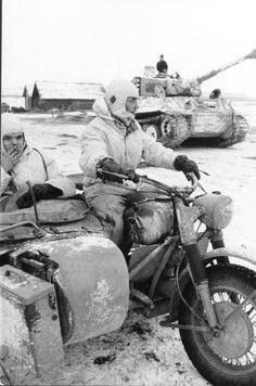 "Motorrad mit Beiwagen vor Panzer VI ""Tiger I""; PK 697. Depicted place, Russia. Date, March 1944"
