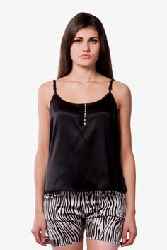This animal print shorts set is comortable and oh-so-stylish! Add this to your nightwear collection now!