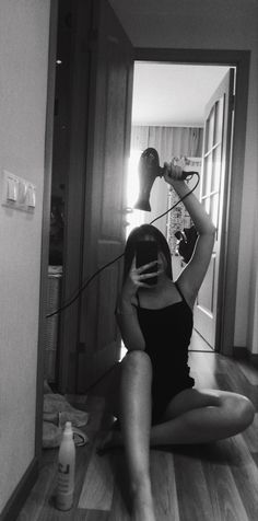 Cute Comfy Outfits, Edgy Outfits, Girl Photo Poses, Girl Photography Poses, Cool Girl Pictures, Girl Photos, Snapchat Girls, Aesthetic Photography Grunge, Aesthetic Girl