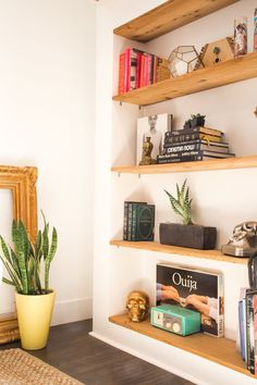 Love this built in shelving.