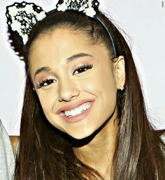 @arianagrande63 her smile UGGGGHHH I CANT