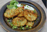 Bramborové placky s Olomouckými tvarůžky +videorecept   Recepty a Potato Salad, Potatoes, Meat, Chicken, Ethnic Recipes, Food, Potato, Essen, Meals