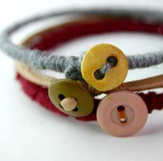 Thread and buttons bracelet. Braçalet de fil i botons