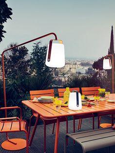 Lampe de jardin design Fermob en métal et en couleurs