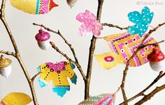 Tabula Rosi - Colorful artwork and crafty adventures Home Crafts, Diy And Crafts, Crafts For Kids, Arts And Crafts, Paper Crafts, Paper Bouquet, Painted Sticks, Colorful Artwork, Painted Leaves
