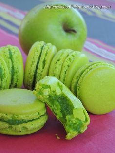 Food Inspiration Ca y est je la tiens la bonne recette des coques de macarons et maintenant que Macarons, Cookie Recipes, Dessert Recipes, French Macaroons, Macaroon Recipes, French Desserts, Biscuit Cookies, Sweet Recipes, Food Porn