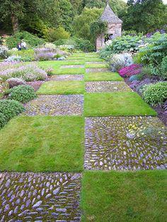 Kerdalo is a garden I missed in my time in Brittany. Must go back and se it. Kerdalo-bordure-e-sentieri-di-sogno Garden Paving, Mosaic Garden, Mosaic Walkway, Pebble Mosaic, Garden Path, Meadow Garden, Dream Garden, Formal Gardens, Outdoor Gardens