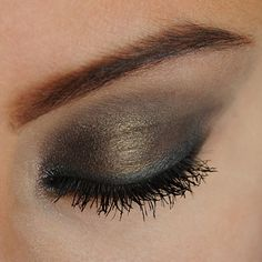 Recreate this Smokey Eye look with Curious (under brow).Risque (in crease). Corrupted (on lid). Corrupted (wet as liner). Daring (mid center of lid – dry, and under lash line – wet). Infatuated (used wet as eyebrow color). 2 Concealer colors used on face and around eyes:Fabulous (used wet as concealer/foundation) andFoxy (used dry as a blending concealer). Topped off with Moodstruck 3D Fiber Lashes+.