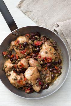 Pollo alla siciliana: tutti i sapori e i profumi del mediterraneo in un secondo piatto!  [Chicken with cherry tomatoes, olives, capers, chili pepper]