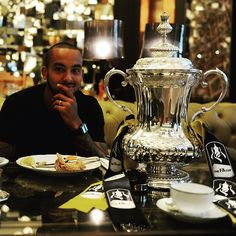 @theowalcott having breakfast with the #FACup this morning. #DozenItFeelGreat #WeAreArsenal