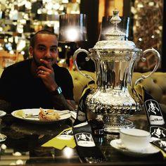 @theowalcott having breakfast with the #FACup this morning. #DozenItFeelGreat #WeAreArsenal