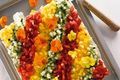 Maukas tapenadekakku saa makunsa oliivitahnasta ja tonnikalasta. Voileipäkakut ovat erinomaisia juhlapöydän tarjottavia, sillä ne voi valmistaa koristelua vaille valmiiksi jo etukäteen. http://www.valio.fi/reseptit/tapenadekakku/